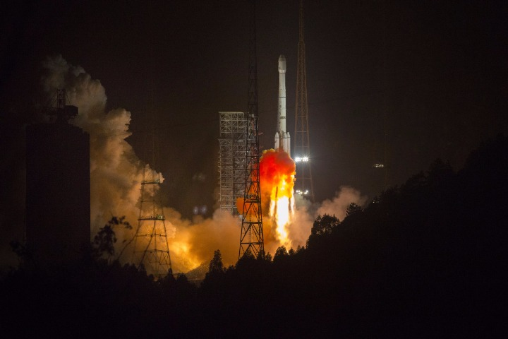 Chinese, Algerian presidents hail successful launch of communications satellite