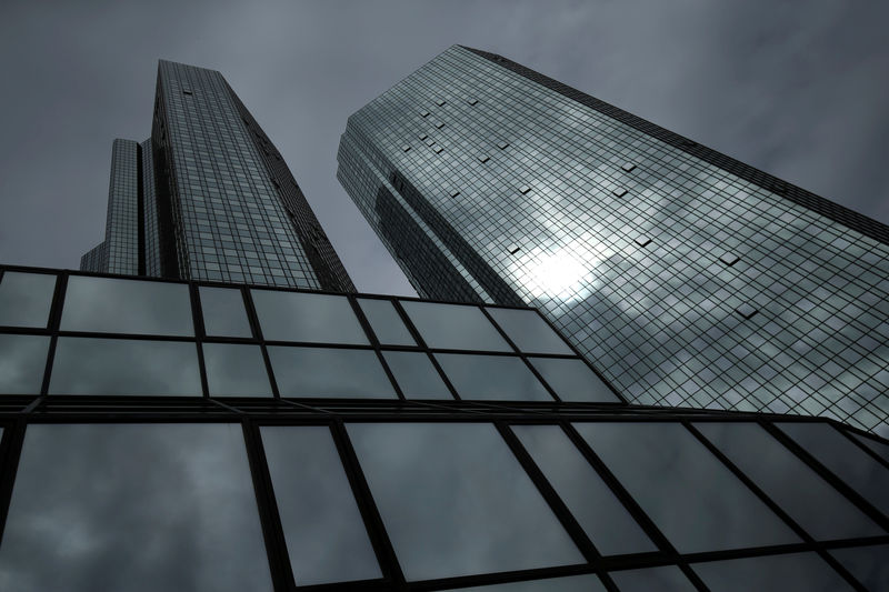 © Reuters. FILE PHOTO: The Deutsche Bank headquarters are pictured in Frankfurt