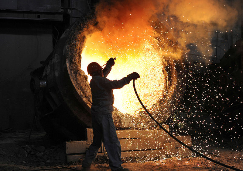 © Reuters. FILE PHOTO: An employee works at the Maanshan steel and iron factory in Hefei