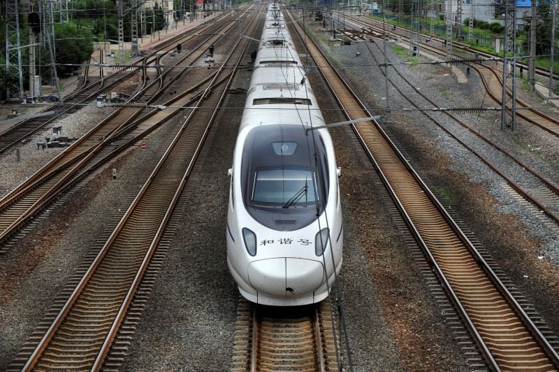 © Reuters.  China approves two railway projects between Shandong and Henan provinces