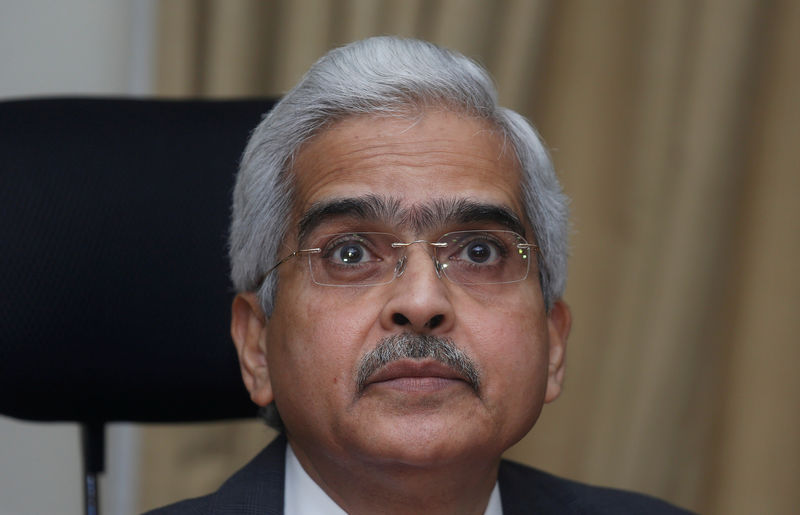© Reuters. FILE PHOTO:  The Reserve Bank of India (RBI) Governor Shaktikanta Das listens to a question during a news conference in Mumbai