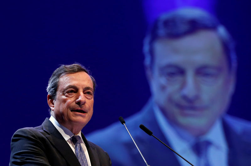 © Reuters.  Draghi Shouts Louder at Germany as ECB Prepares Stimulus
