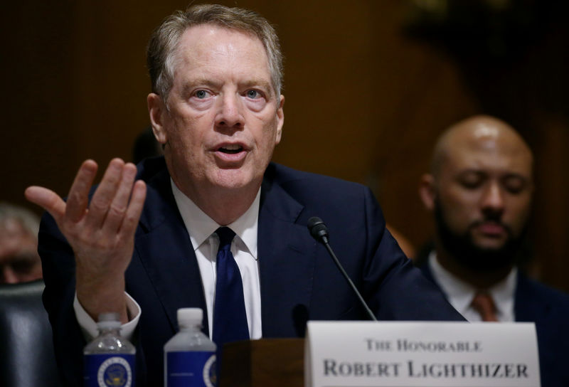 © Reuters. FILE PHOTO: U.S. Trade Representative Lighthizer testifies before a Senate Finance Committee hearing in Washington
