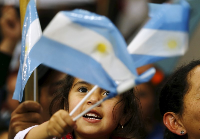 © Reuters.  Argentina Cut Deeper Into Junk by Fitch as Default Fears Mount