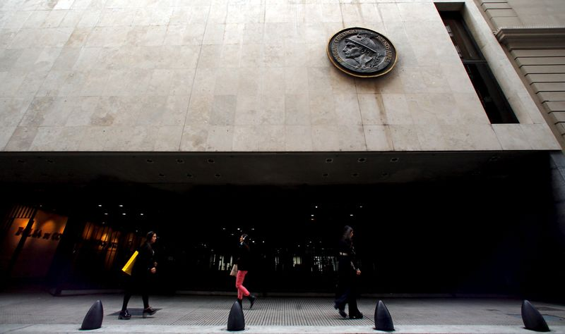 © Reuters.  Argentina another cloud on darkening LatAm investment outlook