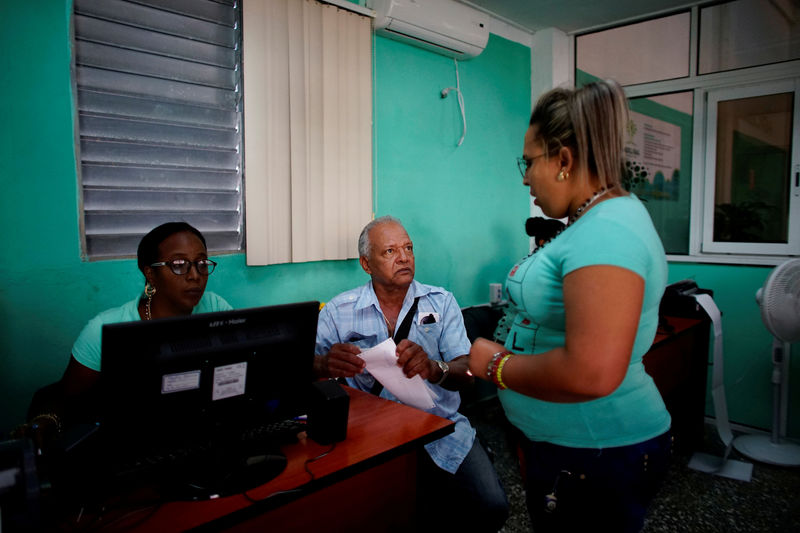 © Reuters. FILE PHOTO: Miguel Bueno, president of a cooperative, makes a purchase in a newly opened wholesale outlet in Havana