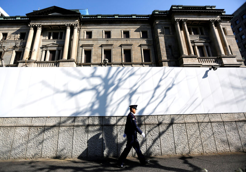 Dropping global bond yields, recession fears put BOJ in a bind By Reuters