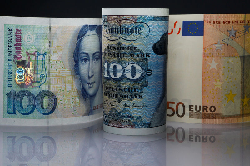 © Reuters. FILE PHOTO: One hundred Mark notes and fifty Euros note are seen in this photo illustration taken in Berlin
