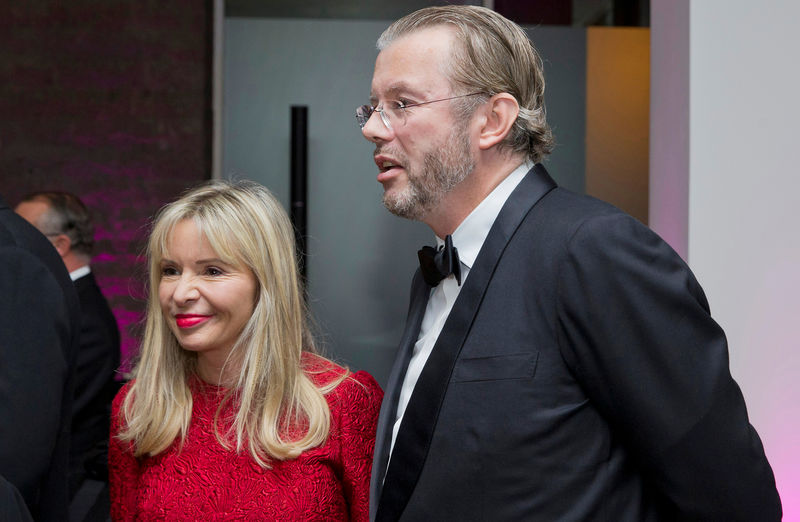 © Reuters. FILE PHOTO: Billionaire Hans Rausing and wife Julia attend an Autumn Gala evening in support of Action on Addiction, in London