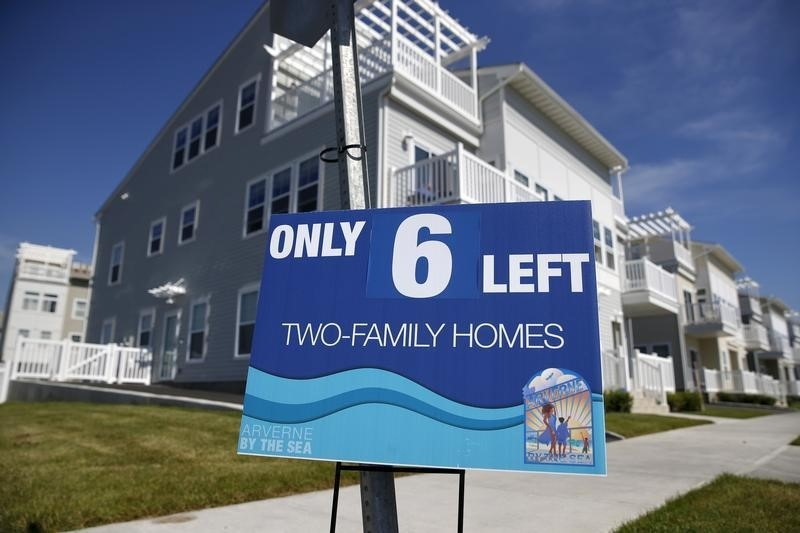© Reuters.  Mortgage-Refi Fever Sweeps U.S., Forcing Brokers to Scramble