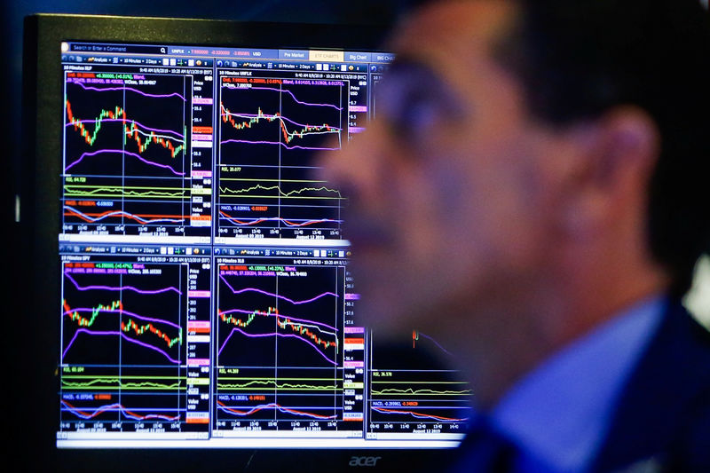 © Reuters. A trader looks at screens as he works on the floor at the New York Stock Exchange (NYSE) in New York