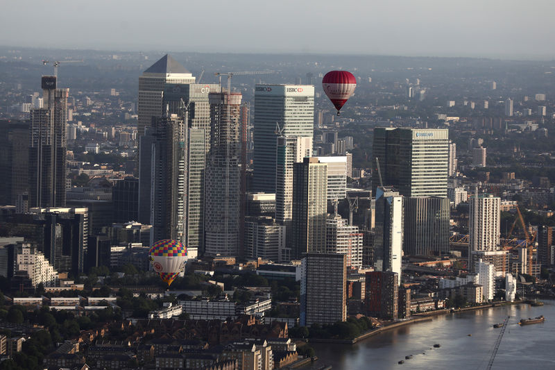 © Reuters. FILE PHOTO: Hot air balloons fly over Canary Wharf during the Lord Mayor