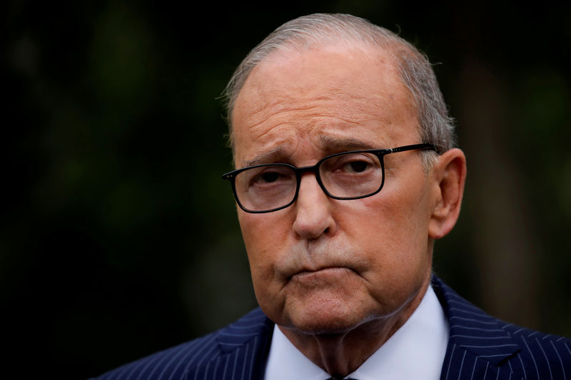 © Reuters. FILE PHOTO: White House chief economic adviser Larry Kudlow talks with reporters on the driveway outside the West Wing of the White House in Washington, U.S.