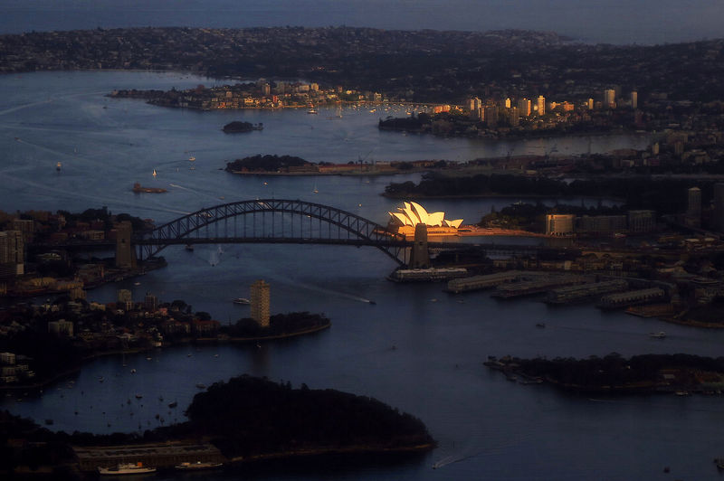 Australia's economy slows to decade low, government spurns stimulus By Reuters