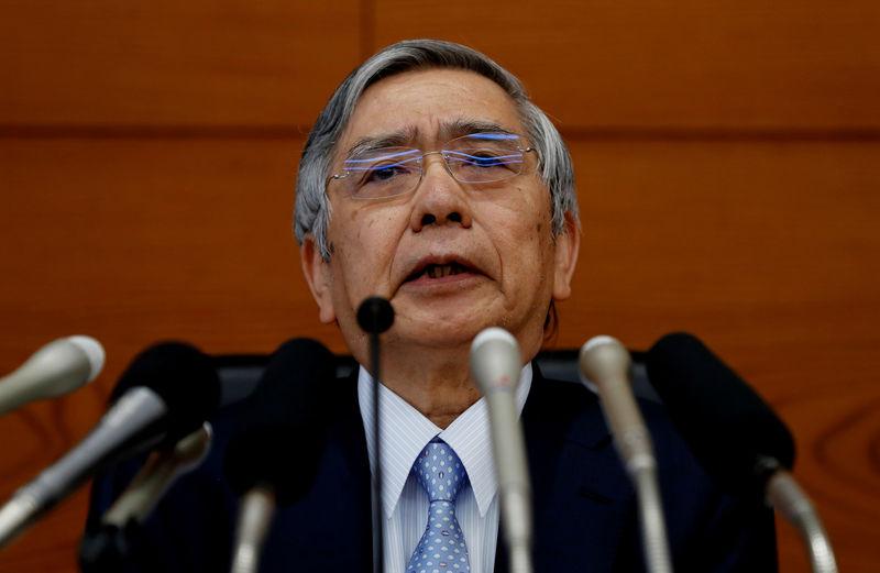 © Reuters. Bank of Japan (BOJ) Governor Haruhiko Kuroda attends a news conference at the BOJ headquarters in Tokyo