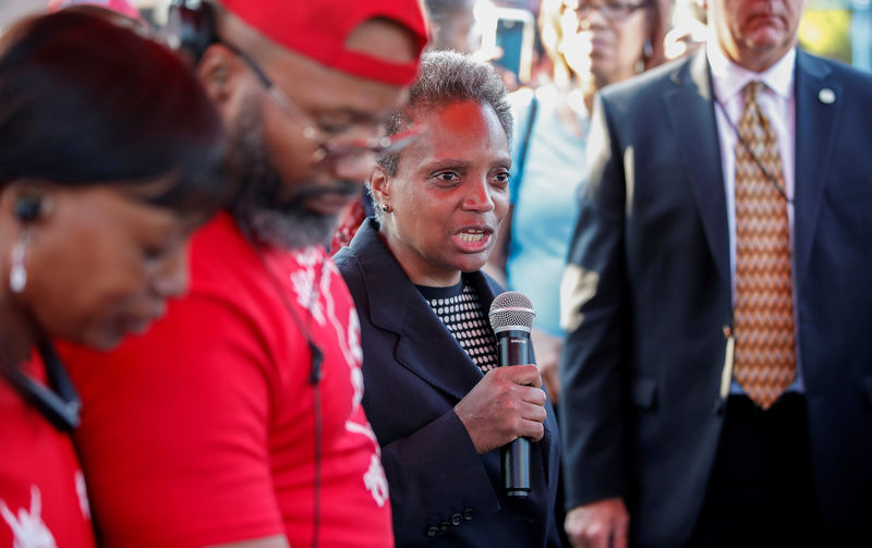 © Reuters. FILE PHOTO: Mayor Lori Lightfoot speaks during the National Night Out rally against violence in Chicago