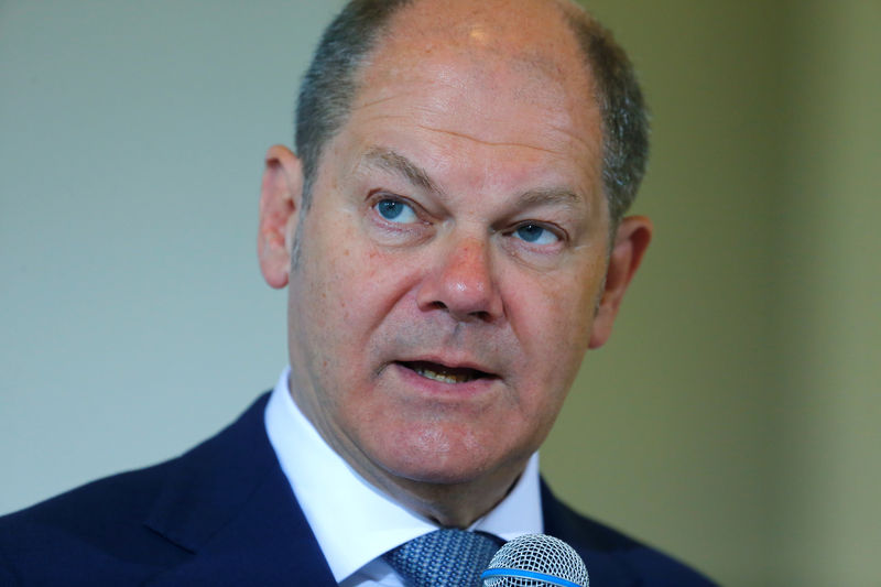 © Reuters.  German finance minister told banks not to hit savers with negative rates: Bild