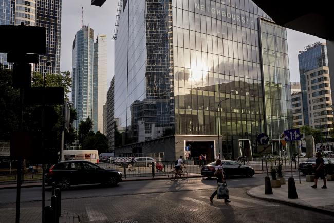 Poland Rebukes Banks as S&P Warns on Swiss-Mortgage Risks By Bloomberg
