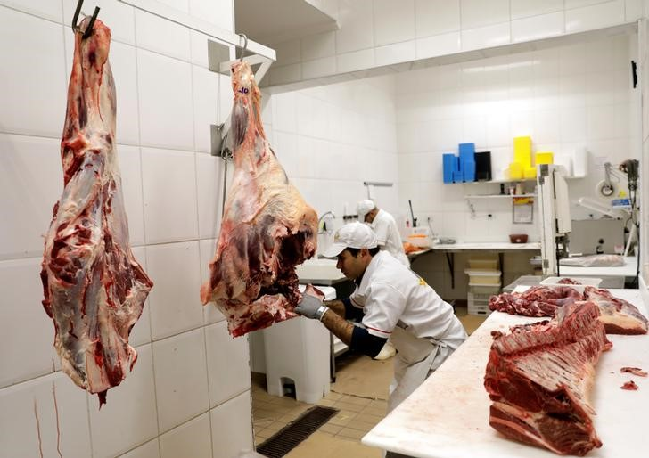 © Reuters.  South America Beef Exporter Sees Swine-Fever Boost Into 2020