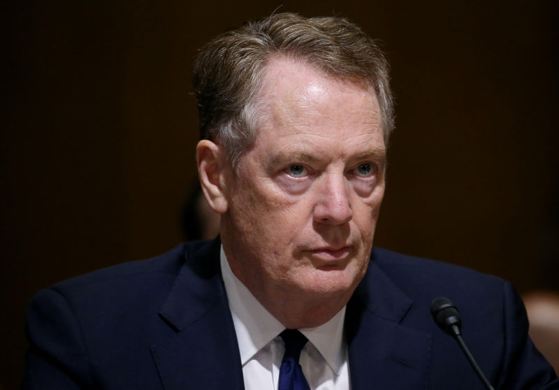 © Reuters. FILE PHOTO: U.S. Trade Representative Lighthizer testifies before a Senate Finance Committee hearing in Washington, U.S.