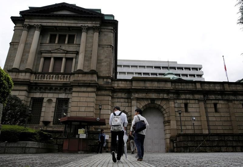 © Reuters.  BOJ to Sit Tight While Assessing Virus Response: Decision Guide
