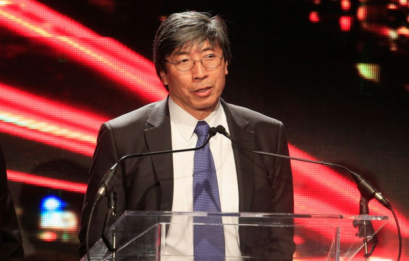 © Reuters. FILE PHOTO: Dr. Patrick Soon-Shiong chairman of Chan Soon-Siong Foundation, speaks after receiving