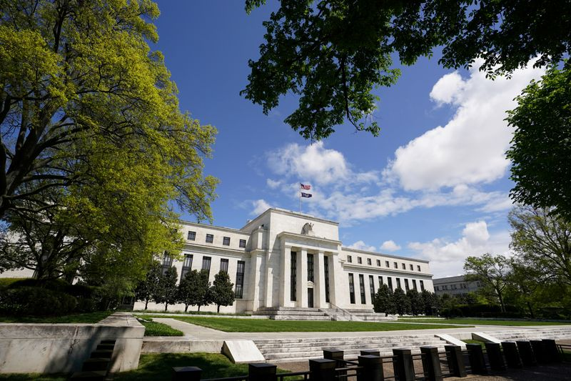 © Reuters. FILE PHOTO: The Federal Reserve on Mayday in Washington