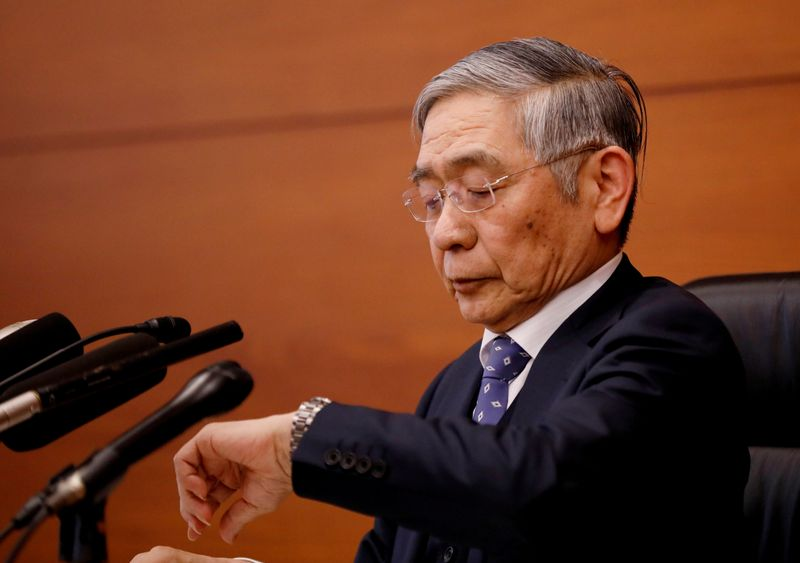 © Reuters. FILE PHOTO: Bank of Japan Governor Haruhiko Kuroda attends a news conference in Tokyo