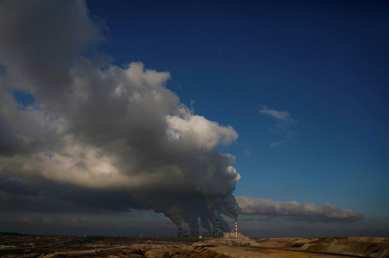 © Reuters. FILE PHOTO: Smoke and steam billows from Belchatow Power Station, Europe's largest coal-fired power plant operated by PGE Group, near Belchatow