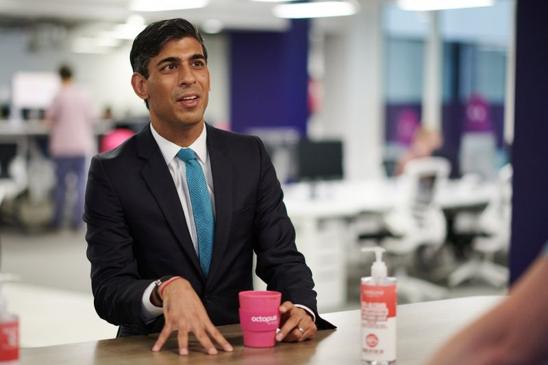 © Reuters. Britain's Chancellor of the Exchequer Rishi Sunak visits Octopus Energy, in London