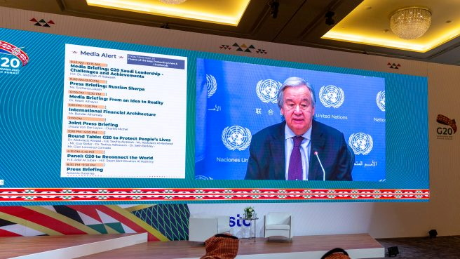 © Reuters. United Nation Secretary General, Antonio Guterres, conducts virtual press briefing from his office in New York ahead of the annual G20 Summit World Leaders to take place in Riyadh, Saudi Arabia