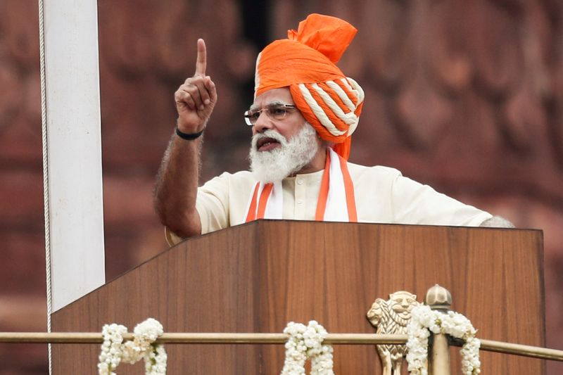 © Reuters. FILE PHOTO: Indian Prime Minister Narendra Modi addresses the nation during Independence Day celebrations in New Delhi