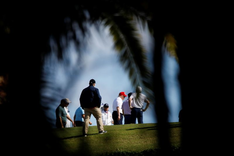 © Reuters. U.S. President Donald Trump plays golf at the Trump International Golf Club in West Palm Beach
