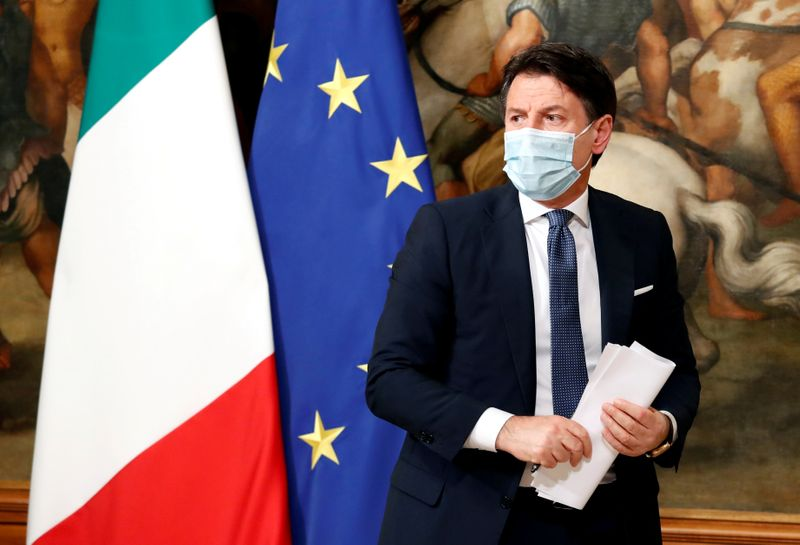 © Reuters. FILE PHOTO: Italian Prime Minister Giuseppe Conte at a press conference in Rome, Italy