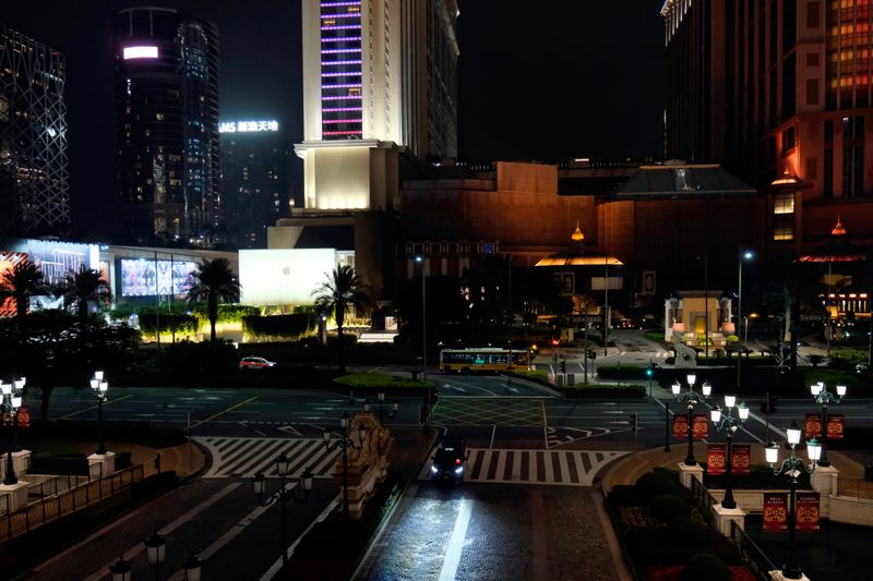 © Reuters. A general view shows casinos and hotels following the coronavirus outbreak in Macau