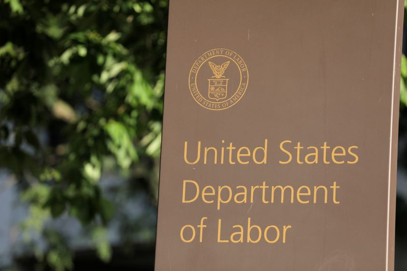 © Reuters. Signage is seen at the United States Department of Labor headquarters in Washington, D.C.