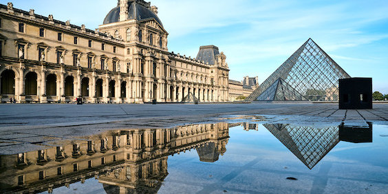 Louvre Director Fights to Keep His Post